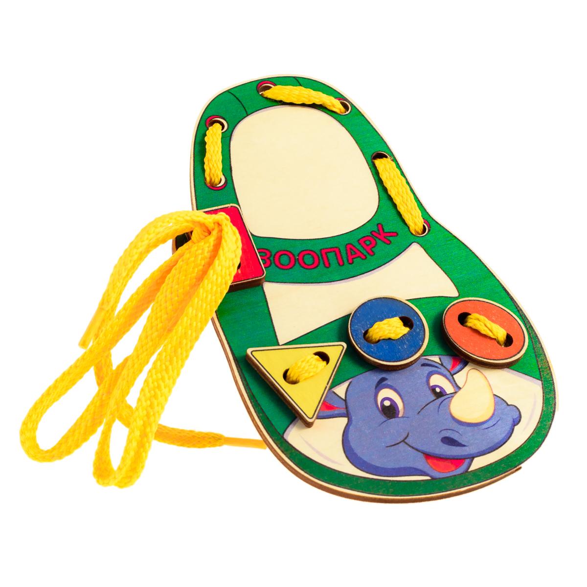 Развивающие деревянные игрушки Шнуровка Башмачок Зоопарк НосорогД513аШнуровка из качественных деревоматериалов - прекрасная игрушка для развития ребенка. Шнуровка-башмачок из обработатнной фанеры непременно станет любимой игрушкой любопытного непоседы. Серия шнуровок ЗООПАРК в виде детского сандалика не только послужит незаменимым пособием для развития моторики ребенка, но и познакомит его с дикими животными и геометрическими фигурами: квадратом, кругом, овалом и треугольником. Насыщенные цвета и разнообразные формы будут стимулировать детское воображение и фантазию, развивать внимание, цветовое восприятие, моторику и координацию. ВНИМАНИЕ! Детали игрушки выполнены из натурального дерева (деревоматериала) без покрытия лаками или другими химическими составами. Перед использованием удалите остатки древесины и древесную пыль, тщательно протерев детали игрушки мягкой тканью!