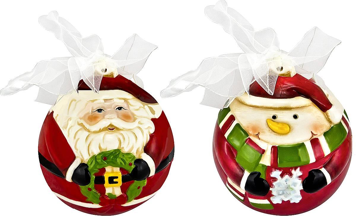 Набор новогодних подвесных украшений Mister Christmas Дед Мороз и снеговик, высота 10,5 см, 2 штFD-SET4Набор подвесных украшений Mister Christmas Дед Мороз и снеговик прекрасно подойдет для праздничного декора новогодней ели. Набор состоит из двух украшений, выполненных из керамики. Для удобного размещения на елке для каждого украшения предусмотрена петелька в виде бантика. Елочная игрушка - символ Нового года. Она несет в себе волшебство и красоту праздника. Создайте в своем доме атмосферу веселья и радости, украшая новогоднюю елку нарядными игрушками, которые будут из года в год накапливать теплоту воспоминаний.
