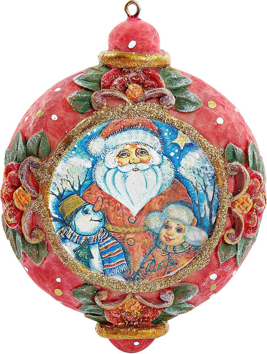 Украшение новогоднее подвесное Mister Christmas, коллекционное, высота 10 см. US 6102424-1US 6102424-1Коллекционное украшение Mister Christmas прекрасно подойдет для праздничного декора вашего дома. Изделие выполнено из полистоуна и оснащено креплением для подвешивания на елку. Новогодние украшения несут в себе волшебство и красоту праздника. Они помогут вам украсить дом к предстоящим праздникам и оживить интерьер. Создайте в доме атмосферу тепла, веселья и радости, украшая его всей семьей. Кроме того, такая игрушка станет приятным подарком, который надолго сохранит память этого волшебного времени года. Высота украшения: 10 см.