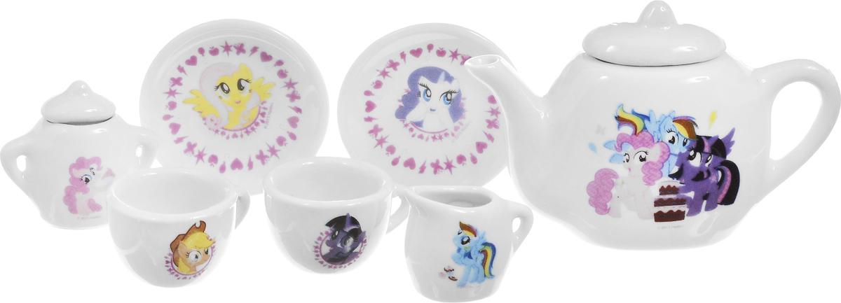Играем вместе Игрушечный набор посуды My Little Pony цвет белый 7 предметовCH28005-RИгрушечный набор посуды Играем вместе My Little Pony выглядит, как настоящий. Набор состоит из 7 предметов, изготовленных из керамики. На белом фоне нанесены веселые узоры и изображения очаровательных персонажей из одноименного популярного мультфильма. Чайный набор рассчитан на две персоны. В нем предусмотрена также сахарница и молочница. Игра с таким набором развивает фантазию, расширяет кругозор ребенка и помогает развить хозяйственные навыки.