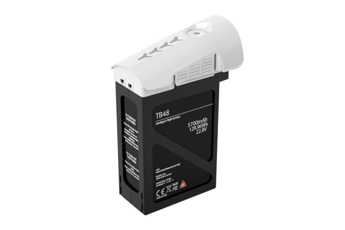 DJI Аккумулятор TB48 для квадрокоптера Inspire 1 (5700 мАч)35633Бортовой аккумулятор DJI TB48, интеллектуальная станция энергоснабжения квадрокоптера DJI Inspire 1, рассчитывающая оставшуюся емкость батареи и информирующая ней, непосредственно во время полета. Специальный алгоритм анализирует пройденную дистанции и рассчитывает время необходимое для безопасного возврата в домашнюю точку. Батарея хранит и передает данные о каждой банке, цикле зарядов и разрядов, общем состоянии и статусе аккумулятора, что обеспечивает максимальную сохранность и безопасность Inspire 1 в воздухе, на годы полетов.