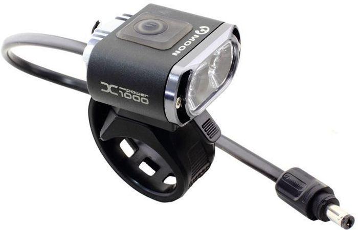 Фонарь передний Moon X-Power1000, 2 диода, 7 режимовWP_X-Power1000_W_2_LEDОсобенности 2 Cree XM-L (T6) LED светодиода CNC алюминиевый корпус 7 вариантов работы : Максимум / Высоко / Стандарт / Низко / Мигание / Стробоскоп / SOS Быстросъемное крепление (22-31.8mm ) Быстросъемное крепление на шлем Система охлаждения Индикатор разряда батареи Четкие оптические линзы BS-XP-S2 lithium ion батарея (7.4V 3300mAh) Индикатор заряда и полной зарядки аккумулятора Автоматическое включение/выключение (при подключении к USB или кабелю зарядки) USB выход Умная зарядка (100-240 volts) Размер:46 x 47 x 22 mm