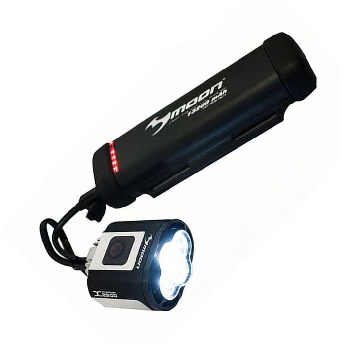 Фонарь передний Moon X-Power2500, 4 диода, 7 режимовWP_X-Power2500_W4 сверх-ярких супер белых LED светодиода 7 вариантов работы : Стандарт / Высоко / Максимум / Слабо /Стробоскоп / Мигание /SOS / Оптические линзы Крепление на шлем Защита от перегрева Индикатор режима XP-BS-SS4 Индикатор разряда и полной зарядки аккумулятора Функция автоматического отключения при полной зарядке Быстросъемное крепление (22-31.8mm ) lithium ion аккумулятор ( 7.4V 6600 mAh) размер: 56x40x62mm Зарядное устройство (100-240 volts) с индикацией зарядки