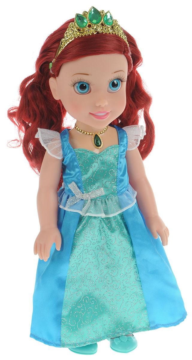 Disney Princess Кукла озвученная Ариэль Моя маленькая принцессаARIEL001Кукла Disney Princess Ариэль. Маленькая принцесса олицетворяет собой главную героиню популярного мультика от компании Дисней. У куколки реалистичные пластиковые глаза и густые ресницы, которые делают взгляд особенно выразительным. Малышка Ариэль одета в пышное королевское платье и туфельки, а на ее красивых локонах сверкает тиара с драгоценными камнями. Ручки и ножки куколки подвижны, а волосы можно расчесывать. Нажмите на волшебный медальон на шее принцессы, чтобы услышать, как Ариэль разговаривает и поет красивую песню. Рекомендуется докупить 2 батарейки напряжением 1,5V типа AАА (товар комплектуется демонстрационными). Каждая принцесса когда-то была маленькой девочкой и мечтала о чуде. Окунитесь в мир сказки вместе со своей новой подругой - очаровательной Ариэль.