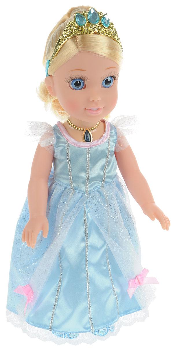 Disney Princess Кукла озвученная Золушка Моя маленькая принцессаCIND001Кукла Disney Princess Золушка. Моя маленькая принцесса олицетворяет собой главную героиню популярного мультфильма от компании Дисней в детстве. У куколки реалистичные пластиковые глаза и густые ресницы, которые делают взгляд особенно выразительным. Малышка одета в пышное королевское платье голубого цвета и туфельки, а на ее красивых локонах сверкает тиара с драгоценными камнями. Ручки и ножки куколки подвижны, а волосы можно расчесывать. Нажмите на волшебный медальон на шее принцессы, чтобы услышать, как Золушка разговаривает, рассказывает стихи или поет красивую песню. Каждая принцесса когда-то была маленькой девочкой и мечтала о чуде. Окунитесь в мир сказки вместе со своей новой подругой - очаровательной малышкой Золушкой. Рекомендуется докупить 2 батарейки напряжением 1,5V типа AАА (товар комплектуется демонстрационными).