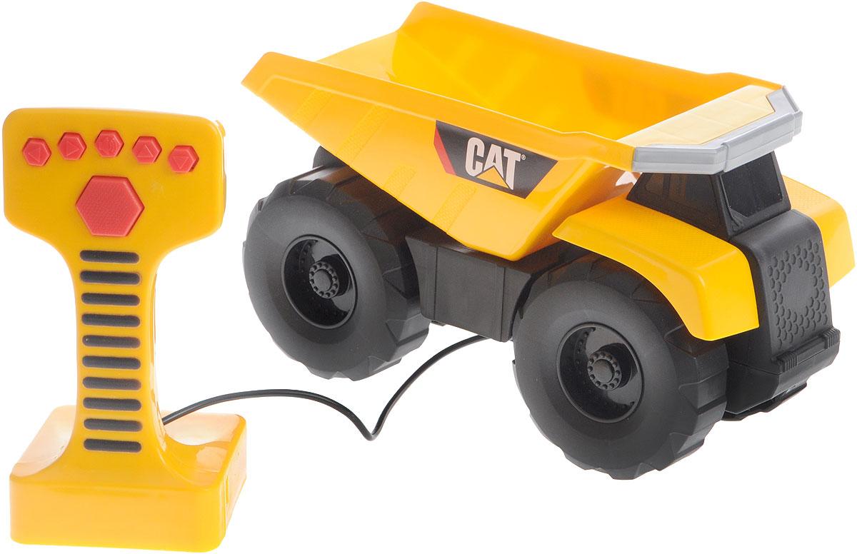 Toystate Грузовик Cat на дистанционном управлении36621TSГрузовик Toystate Cat на дистанционном управлении - мечта каждого мальчика. Ваш малыш придет в восторг от машины, в которой при помощи дистанционного управления поднимается и опускается кузов, а сама машина издает звук, похожий на настоящее звучание мотора. Грузовик управляется с помощью пульта с шестью кнопками. Пульт присоединен к машине с помощью провода; движение игрушки осуществляется только на расстоянии, равном длине провода. При нажатии на кнопки, машина движется вперед-назад, поднимает и опускает кузов. Подарите вашему малышу такое чудо техники! Рекомендуется докупить 3 батарейки напряжением 1,5V типа АА (товар комплектуется демонстрационными).