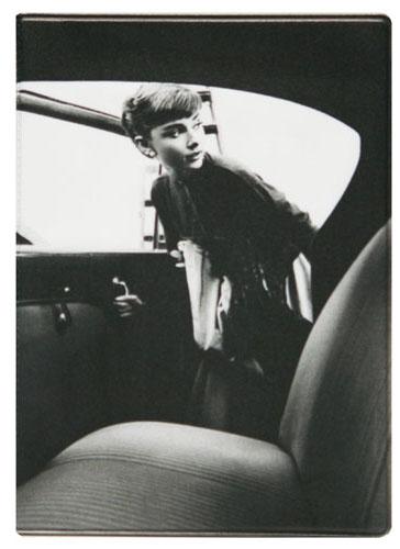 Обложка для автодокументов Kawaii Factory Одри Хепберн, цвет: черный, белый. KW063-000016KW063-000016