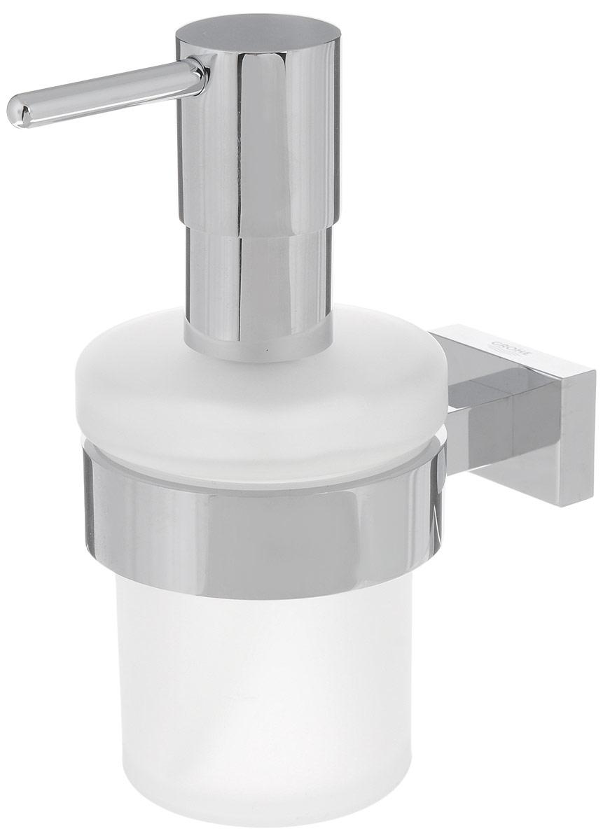 Диспенсер для жидкого мыла Grohe Essentials Cube, с держателем, 200 мл40756001Диспенсер для жидкого мыла Grohe Essentials Cube изготовлен из высококачественного матового стекла. Дозатор выполнен из прочного металла с хромированным покрытием StarLight. Изделие оснащено металлическим держателем, который крепится на стену при помощи саморезов (входят в комплект). Диспенсер очень удобен в использовании, достаточно лишь перелить жидкое мыло в емкость, а когда необходимо использование мыла, легким нажатием выдавить нужное количество. Диспенсер для жидкого мыла Grohe Essentials Cube стильно украсит интерьер, а также добавит в обычную обстановку модный акцент.