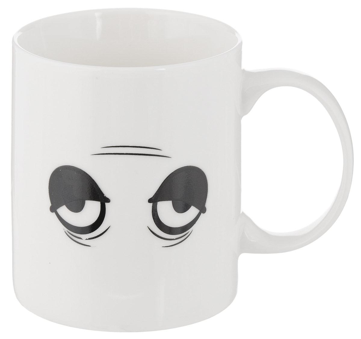 Кружка-хамелеон Bradex Бодрое утро, 350 млSU 0021Вам трудно просыпаться утром? Тело, казалось бы, встает, но вот сознание все равно остается в сладких снах? Вернуть бодрость тела и духа вам поможет горячий крепкий кофе или любимый чай, выпитый из забавной кружки-хамелеона Bradex Бодрое утро! Стоит только наполнить кружку горячим напитком, и забавная невыспавшаяся физиономия с мешками под глазами тут же превратится в глазки, полные энергии и энтузиазма. Прочная керамика прослужит вам не один год, а качественное напыление не сотрется даже от ежедневного мытья. Что уж говорить об улыбке, которую будет день за днем вызывать взбодрившаяся мордочка на кружке! Ранний подъем проходит легче с кружкой- хамелеоном Bradex Бодрое утро! Диаметр по верхнему краю: 8 см.