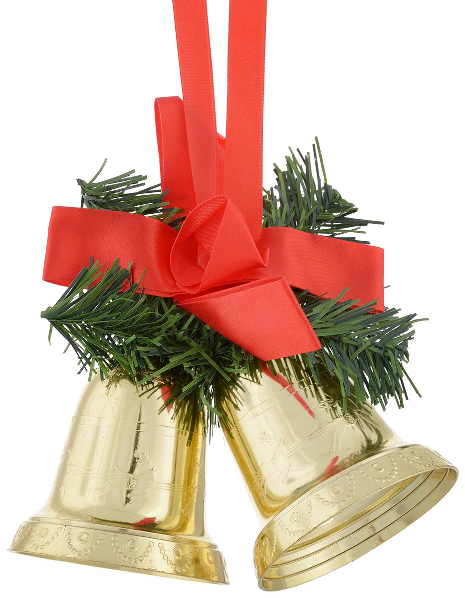 Украшение новогоднее подвесное Lovemark Колокольчики9037Украшение новогоднее подвесное Lovemark Колокольчики прекрасно подойдет для праздничного декора новогодней ели и украшения интерьера. Изделие выполнено из пластика в виде золотых колокольчиков, дополнено искусственными еловыми веточками и красным атласным бантом. Елочная игрушка - символ Нового года. Она несет в себе волшебство и красоту праздника. Создайте в своем доме атмосферу веселья и радости, украшая новогоднюю елку нарядными игрушками, которые будут из года в год накапливать теплоту воспоминаний. Откройте для себя удивительный мир сказок и грез. Почувствуйте волшебные минуты ожидания праздника, создайте новогоднее настроение вашим дорогим и близким.