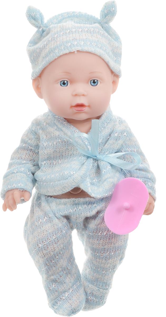 Карапуз Пупс озвученный Hello Kitty цвет одежды голубой белый255-E-RUЗамечательный пупс Карапуз Hello Kitty умеет петь и знает наизусть три стихотворения Агнии Барто. Пупс одет в голубую пижаму с белыми полосками, а на голове у него симпатичная шапочка. У малыша большие голубые глаза. Ручки, ножки и шея у пупса подвижные. Игрушка выполнена из пластика, тело пупса твердое. Если нажать пупсу на животик, он начнет петь песню о лошадке, или рассказывать стихотворение. Куколка может рассказать стихотворения Мишка, Зайка и Бычок. С таким пупсом ребенку точно не будет скучно. А благодаря своему реалистичному виду, девочка сможет войти в роль заботливой мамы и с удовольствием понянчиться с малышом. В наборе с пупсом есть игрушечная соска. Для работы требуются 3 батарейки LR44 (комплектуется демонстрационными).