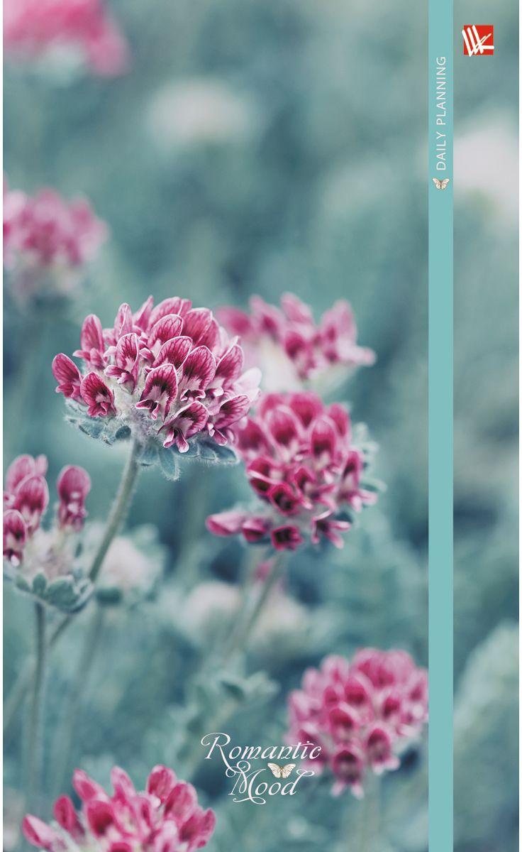 Канц-Эксмо Ежедневник Цветы Нежность недатированный 112 листов формат А5ЕЖ17511207Ежедневник Цветы. Нежность недатированный в твердой обложке формата А5 содержит 112 листов. Обложка с матовой ламинацией, форзацы - карта России/мира, бумага офсет 60 г/м2. Ежедневник содержит обширный справочный материал: календарь на 4 года, таблицы мер, весов, размеров, условных обозначений, часовые пояса, коды регионов и др.