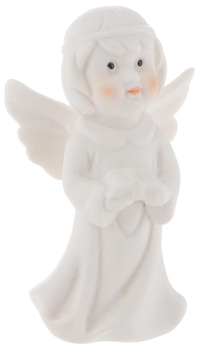 Фигурка декоративная Lillo Ангел, высота 8 смYLQ 10797Очаровательная фигурка Lillo Ангел станет оригинальным подарком для всех любителей милых вещиц. Изделие выполнено из керамики в виде ангелочка. Вы можете поставить эту фигурку в любом месте, где она будет удачно смотреться и радовать глаз.