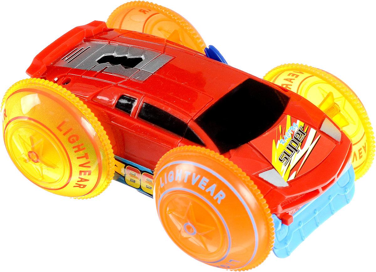 Играем вместе Машина-перевертыш цвет синий красныйB877621-R/голубой, красныйМашина-перевертыш Играем вместе не оставит равнодушным вашего юного автолюбителя. Это яркая и разноцветная игрушка, которая моментально привлекает к себе внимание. Элементы машинки декорированы разноцветными стикерами с надписями и номерами. Игрушка оснащена интерактивным эффектом подсветки, также она умеет разворачиваться на 180 градусов. Играя с такой машинкой, ваш малыш разовьет воображение и фантазию, ведь так здорово представлять себя водителем, который едет в необыкновенное путешествие. Необходимо купить 4 батарейки напряжением 1,5V типа ААA (не входят в комплект)