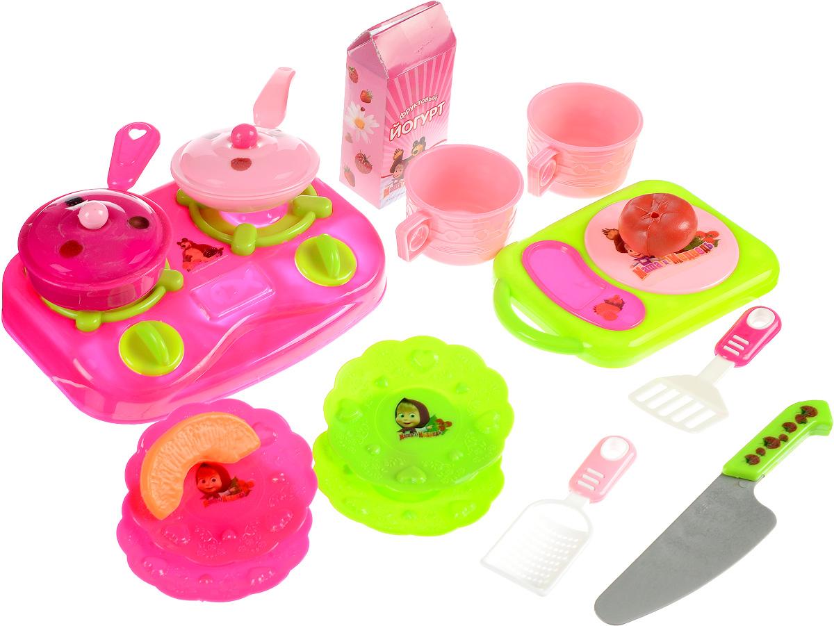 Играем вместе Игрушечный набор посуды и аксессуаров Маша и МедведьB904956-RИгрушечный набор посуды и аксессуаров Играем вместе Маша и Медведь поможет вам устроить по-настоящему роскошный фантазийный обед или ужин, на который вы сможете пригласить ваших друзей или кукольных любимцев. Красивый и яркий набор включает в себя плиту, сковороды, чашки, блюдца, разделочную доску, ножик, а также некоторые продукты питания, изготовленные из качественного пластика. Набор выполнен в ярких цветах, поэтому играть с ним - одно удовольствие!