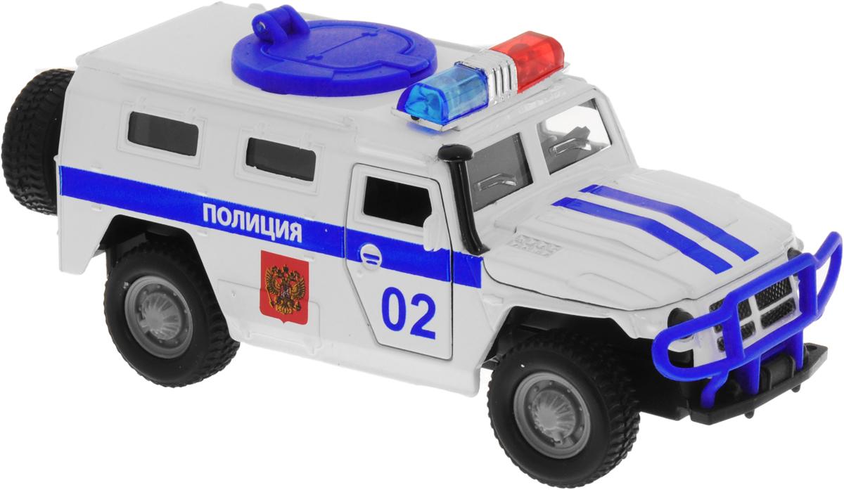 ТехноПарк Модель автомобиля ГАЗ Тигр Полиция масштаб 1:43CT12-357-N3Модель автомобиля ТехноПарк ГАЗ Тигр: Полиция, выполненная из металла, пластика и резины, станет любимой игрушкой вашего малыша. Игрушка представляет собой модель полицейского внедорожника ГАЗ Тигр. Дверцы модели открываются, а прорезиненные колеса обеспечивают надежное сцепление с любой поверхностью пола. Имеются световые и звуковые эффекты. Модель оснащена инерционным ходом: достаточно немного отвести ее назад, а затем отпустить - машинка быстро поедет вперед. Ваш ребенок будет часами играть с этой машинкой, придумывая различные истории. Порадуйте его таким замечательным подарком! Для работы игрушки необходимы 3 батарейки типа LR41 напряжением 1,5V (товар комплектуется демонстрационными).