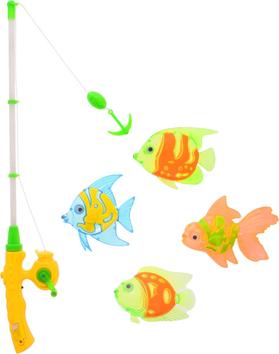 Играем вместе Игрушка для ванной Рыбалка Маша и Медведь цвет удочки серый желтый зеленыйB917363-R2Игрушка для ванной Играем вместе Рыбалка. Маша и Медведь - вот это настоящая забава половить рыбку вместе с любимыми героями! Теперь процесс купания станет для ребенка еще интереснее: ведь он с Машей и Медведем из полюбившегося всем мультфильма едет на рыбалку. Используя специальную удочку с леской, на конце которого располагается крючок, необходимо поймать больше и быстрее всех ярких представителей подводной жизни. В комплекте вы найдете удочку, которая светится и четырех разноцветных рыбок. Для того чтобы удочка начала светиться, необходимо нажать на черную кнопку. Игра отлично подходит для развития мелкой моторики. Для работы игрушки необходимы 3 батарейки напряжением 1,5 V типа AG13 (входят в комплект).