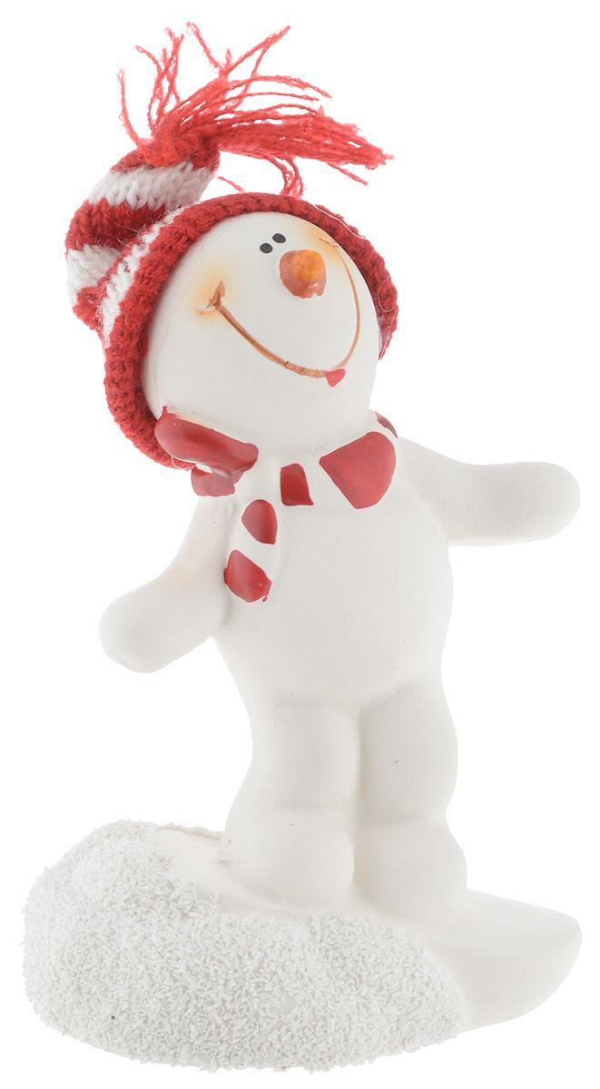 Фигурка новогодняя Lillo Снеговик, высота 13 см20111114Новогодняя фигурка Lillo Снеговик прекрасно подойдет для праздничного декора вашего дома. Изделие выполнено из керамики в виде снеговика с тестиьным колпаком. Такое оригинальное украшение оформит интерьер вашего дома или офиса в преддверии Нового года. Оригинальный дизайн и красочное исполнение создадут праздничное настроение. Кроме того, это отличный вариант подарка для ваших близких и друзей.