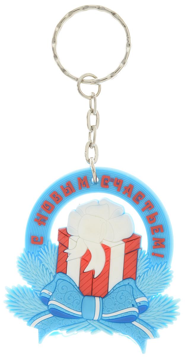 Брелок новогодний Lillo ПодарокБРБрелок Lillo Подарок станет прекрасным новогодним сувениром и обязательно порадует получателя. Декоративная часть выполнена из ПВХ. Брелок снабжен металлическим кольцом для ключей. Брелок Lillo Подарок - сувенир в полном смысле этого слова. В переводе с французского souvenir означает воспоминание. И главная задача любого сувенира - хранить воспоминание о месте, где вы побывали, или о том человеке, который подарил данный предмет. Размер брелока (без учета кольца): 5,5 х 0,5 х 5,5 см. Высота брелока (с учетом кольца): 11 см.