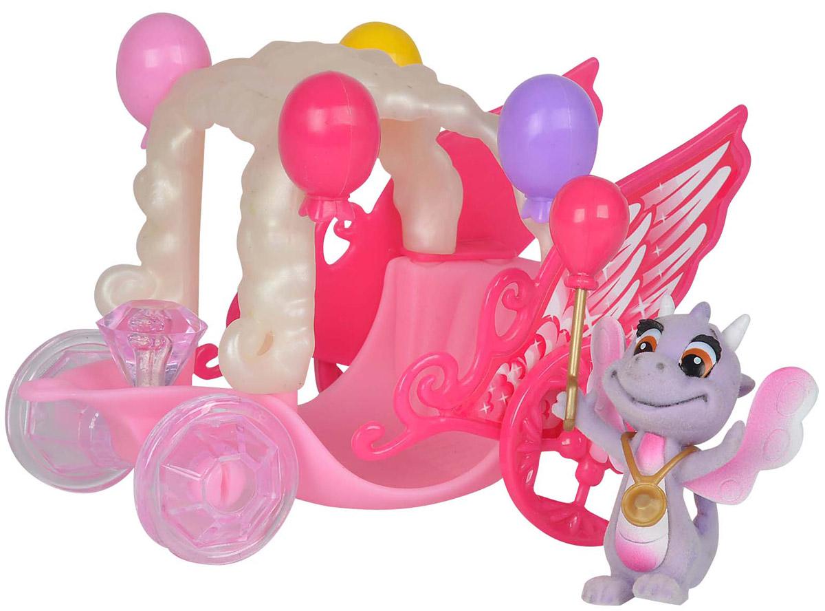 Simba Игровой набор Карета дракончиков Safiras цвет розовый сиреневый5952180_розовый, сиреневыйИгровой набор Simba Карета дракончиков Safiras представлен флоковой фигуркой обаятельного дракончика с милой улыбкой и выразительными глазами и его карнавальной каретой, в которой он отправится на праздник. У дракончика за спиной очаровательные крылышки, а на хвосте маленькая кисточка. Карета выполнена в ярких цветах и богато украшена различными декоративными элементами. Все детали у фигурок выполнены из качественных материалов. Придумывая интересные сюжеты с набором, ваш малыш раскроет свою фантазию и воображение, а так же потренирует мелкую моторику рук.