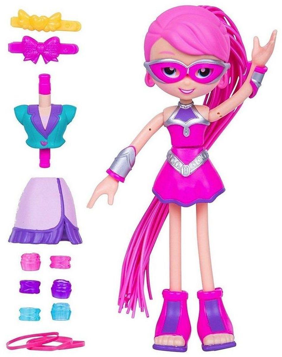 Moose Мини-кукла Супер Бетти59011/ast59016Мини-кукла Moose Супер Бетти просто восхитительна в своем костюме супер-героя. Яркое розовое платье с серебристыми вставками отлично сочетается с очками в оправе того же цвета, а также длинными розовыми волосами. Дополняют наряд стильные босоножки без каблуков и широкие серебристые браслеты на руках. Руки и ноги куклы могут гнуться. Особенностью серии  Betty Spaghetty являются сменные детали, поэтому Супер Бетти легко превратить в репортера. Деловой костюм, состоящий из жакета и юбки, хорошо подойдет для этого образа. В наборе имеются множество заколок, бусин и резинок, которые помогут сделать Бетти красивые прически. Хвост куклы можно снять.