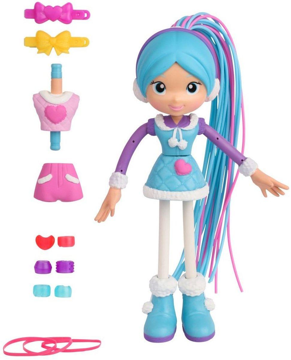 Moose Мини-кукла Снежная Бетти59006/ast59000Мини-кукла Moose Снежная Бетти просто очаровательна. Ее одежда выполнена в фиолетово-бело-голубых тонаъ. Длинный съемный хвост, состоящий из розовых и голубых прядей, можно отстегивать. Благодаря бусинам, заколкам и резинкам, входящим в комплект, Бетти можно делать различные прически. Снежную Бетти легко превратить в Бетти в лыжном костюме. Куклы-макароны имеют отличительную особенность - у них гнуться руки и ноги.