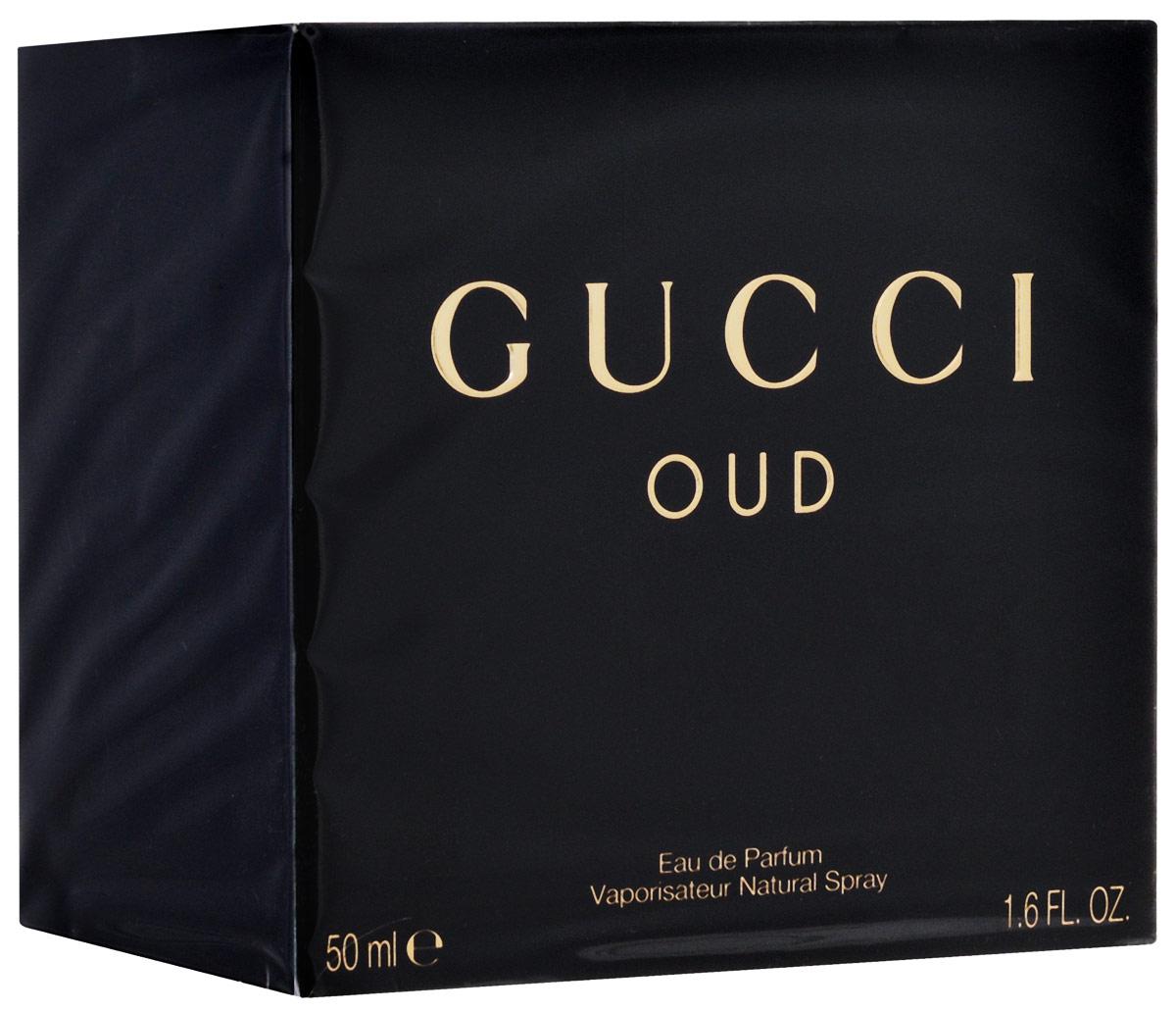 Gucci Oud Парфюмированная вода женская 50 мл0737052824420Gucci Oud – стильный, гламурный и немного загадочный восточно-древесный унисекс парфюм от бренда Gucci. Аромат является фланкером парфюма Gucci 2007 года. Редакция 2014 года посвящена очень популярному в наше время аромату дерева уд. Его элегантный и очень гармоничный запах вдохновляет множество парфюмеров на создание ароматов на его основе. Но Аромат от Гуччи звучит совершенно по-особенному, соединив стильный восточный уд с изысканной роскошью западных парфюмов. Даже дымчатый, почти черный с золотистой пробкой и крошечным золотым брелком флакон является самим воплощением элегантности и стиля. Парфюм раскрывается фруктовыми нотами спелой, чуть прохладной груши и бархатистой малины, дополненными изысканным пряным ароматом шафрана. Сердце аромата наполнено роскошным бархатистым ароматом розы и терпковато-медовым запахом цветов апельсинового дерева. Роскошный элегантный уд лежит в базе аромата, окруженный теплыми нотами пачули, нежным мускусом и почти призрачной амброй.