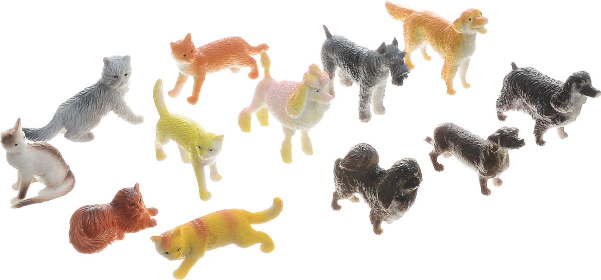 Играем вместе Набор фигурок Домашние животные 12 штHB2549В набор Играем вместе Домашние животные входят 12 фигурок домашних животных - 6 кошек и 6 собак. Набор изготовлен из качественного и экологически чистого материала. Несмотря на то, что животные выполнены очень миниатюрно, это никак не сказалось на их реалистичности, так как при их создании были учтены все внешние особенности каждого вида и отличительные черты. На примере фигурок ребенку будет проще объяснить различия животных между собой и показать каждого из них.