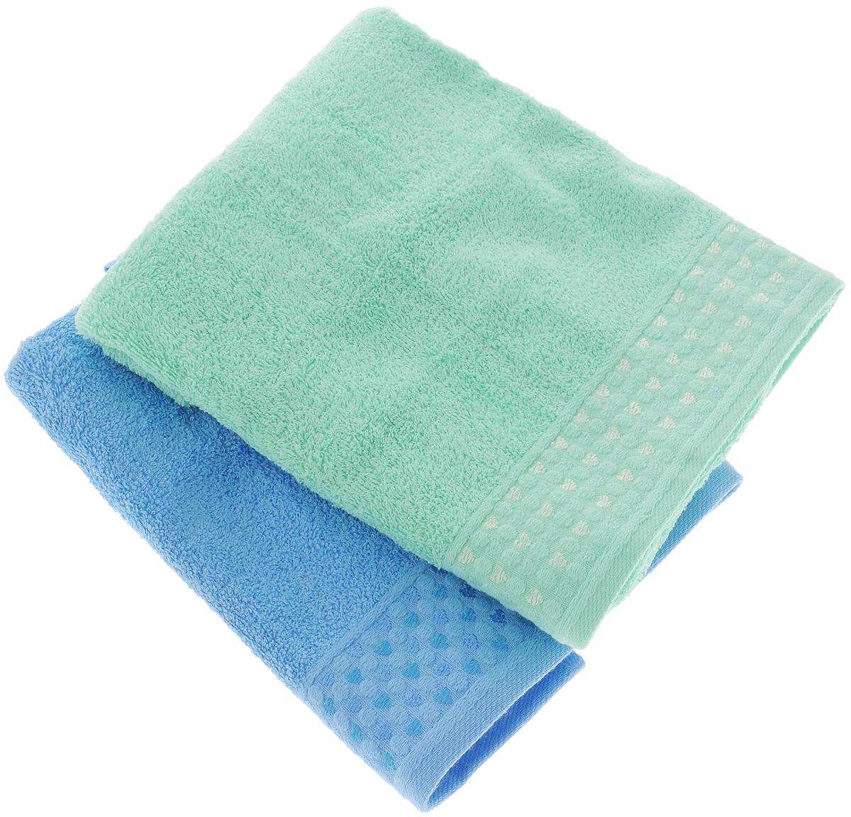 Набор полотенец Tete-a-Tete Сердечки, цвет: голубой, бирюзовый, 50 х 90 см, 2 штУНП-107-02-2кНабор Tete-a-Tete Сердечки состоит из двух махровых полотенец, выполненных из натурального 100% хлопка. Бордюр полотенец декорирован рисунком сердечек. Изделия мягкие, отлично впитывают влагу, быстро сохнут, сохраняют яркость цвета и не теряют форму даже после многократных стирок. Полотенца Tete-a-Tete Сердечки очень практичны и неприхотливы в уходе. Они легко впишутся в любой интерьер благодаря своей нежной цветовой гамме. Набор упакован в красивую коробку и может послужить отличной идеей для подарка. Размер полотенец: 50 х 90 см.