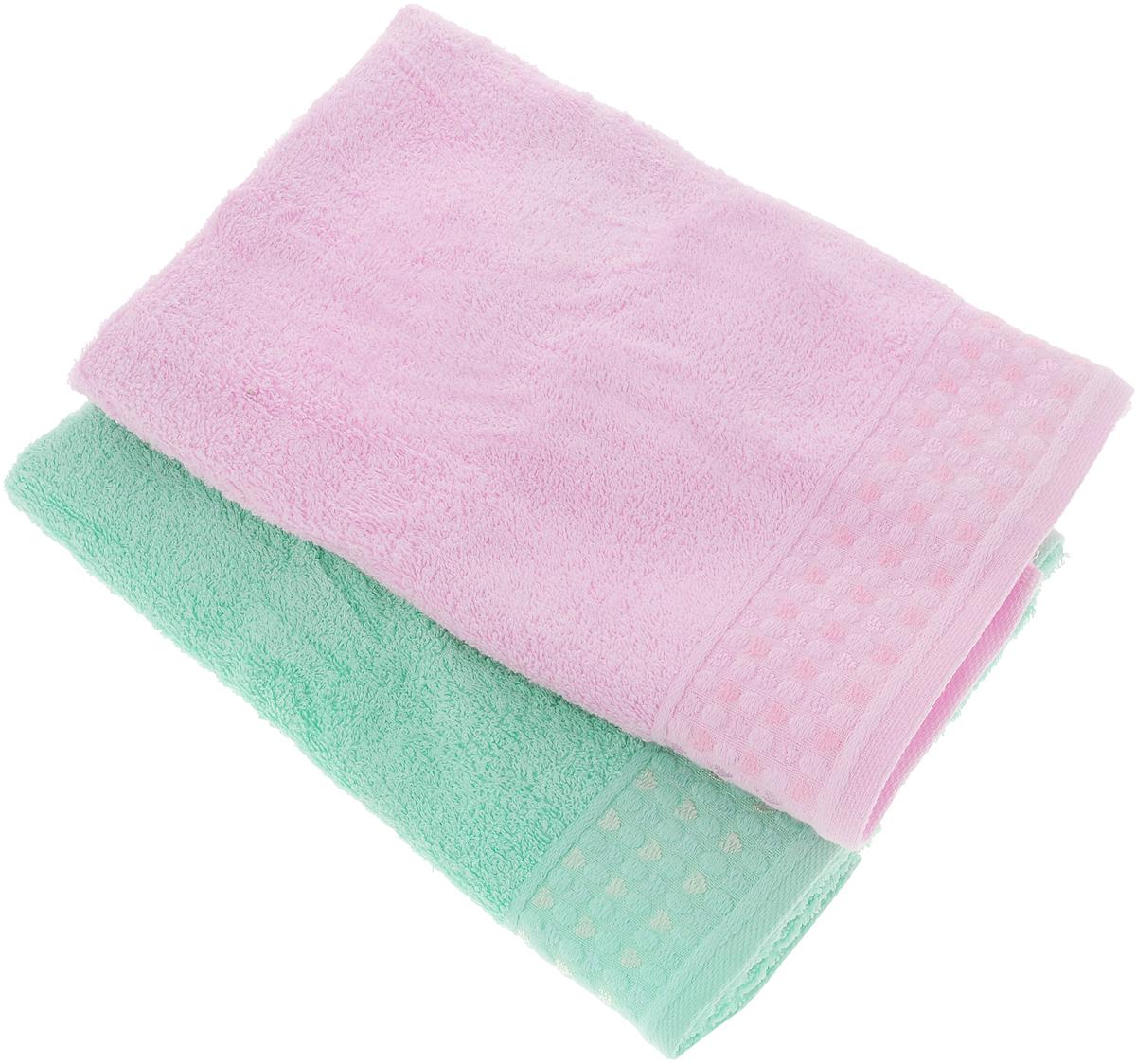 Набор полотенец Tete-a-Tete Сердечки, цвет: розовый, бирюза, 50 х 90 см, 2 штУНП-107-06-2кНабор Tete-a-Tete Сердечки состоит из двух махровых полотенец, выполненных из натурального 100% хлопка. Бордюр полотенец декорирован рисунком сердечек. Изделия мягкие, отлично впитывают влагу, быстро сохнут, сохраняют яркость цвета и не теряют форму даже после многократных стирок. Полотенца Tete-a-Tete Сердечки очень практичны и неприхотливы в уходе. Они легко впишутся в любой интерьер благодаря своей нежной цветовой гамме. Набор упакован в красивую коробку и может послужить отличной идеей подарка. Размер полотенец: 50 х 90 см.