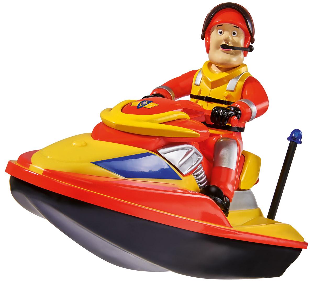 Dickie Toys Водный скутер Juno3099624Водный скутер Dickie Toys Juno, выполненный в ярком цвете, способен двигаться самостоятельно. Для этого надо всего лишь нажать на маленькую кнопочку, которая расположена на корпусе скутера. На водном скутере сидит Сэм - главный персонаж детского мультика Пожарный Сэм. Он одет в специальный костюм с жилетом, на голове у него шлем с микрофоном, с помощью которого Сэм может связаться с воображаемым штабом и скоординироваться с другими игрушечными спасателями. Необходимо купить батарейку напряжением 1,5V типа АА (не входит в комплект).