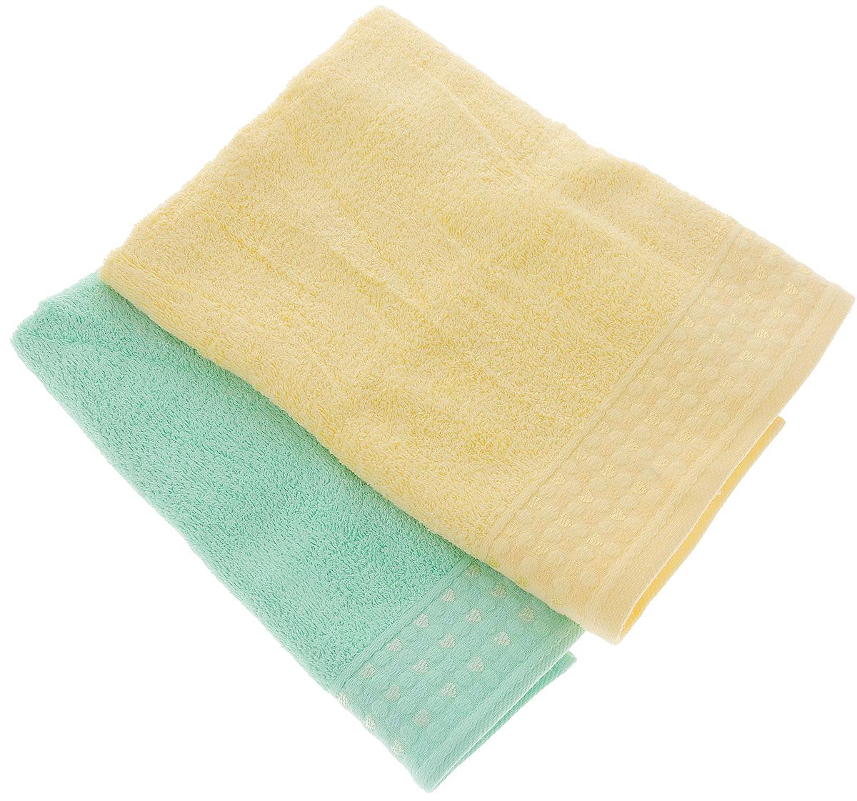 Набор полотенец Tete-a-Tete Сердечки, цвет: желтый, бирюза, 50 х 90 см, 2 штУП-107-01-2кНабор Tete-a-Tete Сердечки состоит из двух махровых полотенец, выполненных из натурального 100% хлопка. Бордюр полотенец декорирован рисунком сердечек. Изделия мягкие, отлично впитывают влагу, быстро сохнут, сохраняют яркость цвета и не теряют форму даже после многократных стирок. Полотенца Tete-a-Tete Сердечки очень практичны и неприхотливы в уходе. Они легко впишутся в любой интерьер благодаря своей нежной цветовой гамме. Набор упакован в красивую коробку и может послужить отличной идеей подарка. Размер полотенец: 50 х 90 см.