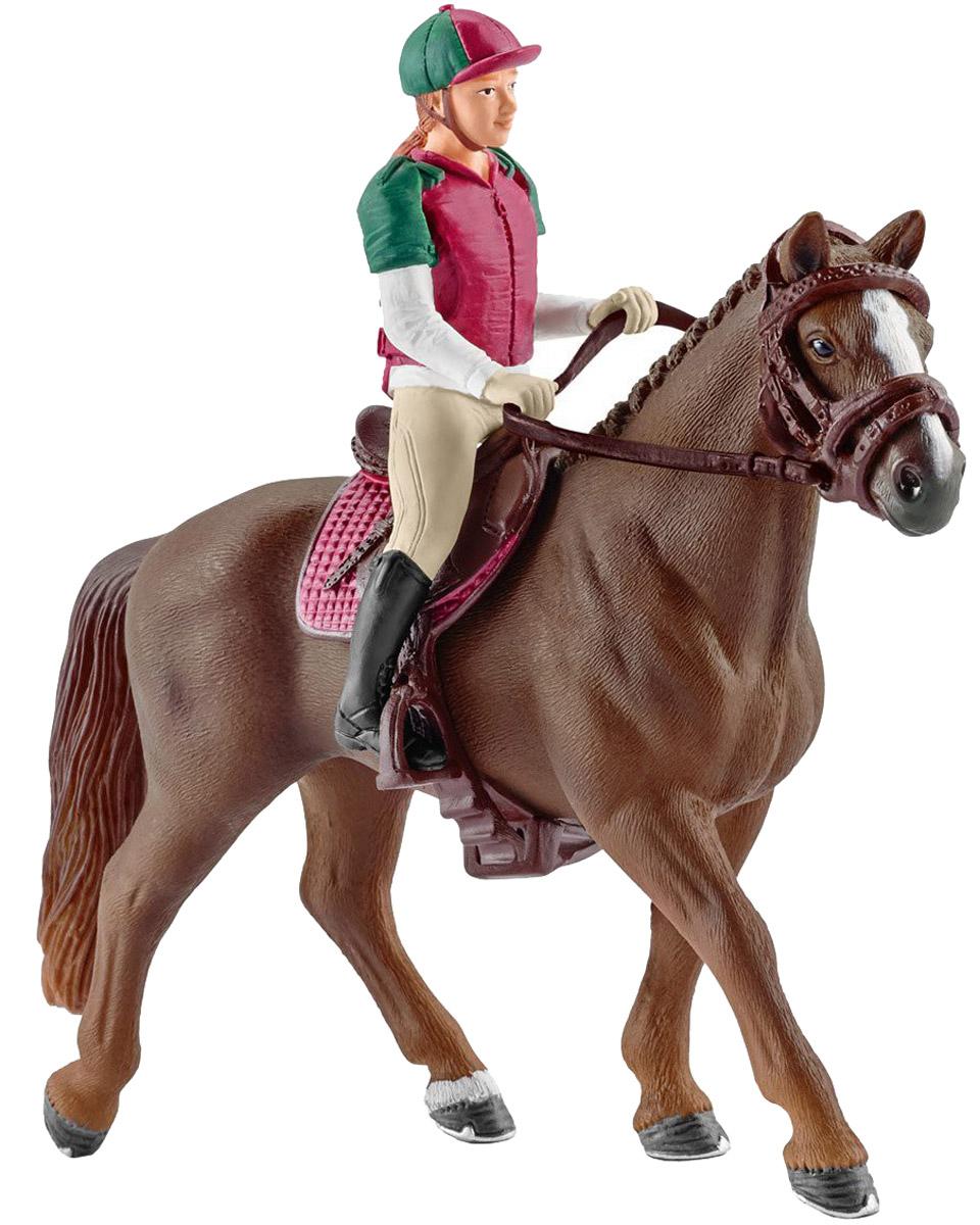 Schleich Фигурка Наездница с лошадью42288Мчаться по бескрайним лугам на красивой лошадке можно с оригинальным набором Schleich. Каждому заводчику миниатюрных лошадок понравится набор с наездницей и лошадью со снаряжением. В наборе представлена лошадь и девушка-наездница, которая уверенно сидит в седле, держась за поводья. На наезднице удобная одежда, состоящая из пестрой кофты в тон кепке, а также бежевых удобных брюк. Наездница снимается с лошади, что позволяет использовать игрушки отдельно или комбинировать с другими лошадками Schleich. Все детали набора выполнены из качественного каучукового пластика, который безопасен для детей и очень приятен на ощупь. Игрушки Schleich развивают мелкую моторику ребенка, стимулируют творческое восприятие и позволяют создавать разнообразные сюжетно-ролевые игры с реалистичными персонажами.