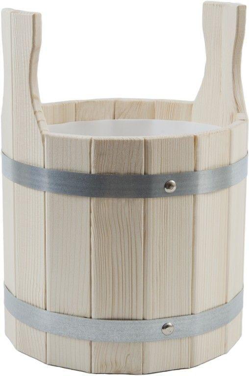 Шайка для бани Доктор Баня, с пластиковой вкладкой, 5 л905151_две ручкиШайка круглой формы Доктор Баня выполнена из деревянных брусков, стянутых двумя металлическими обручами. Внутри шайки имеется пластиковая вкладка, для более надежного хранения жидкости. Она прекрасно подойдет для замачивания веника или других банных процедур. Для более удобного использования шайка имеет по бокам две небольшие ручки. Шайка является одной из тех приятных мелочей, без которых не обойтись при принятии банных процедур. Аксессуары для бани и сауны - это те приятные мелочи, которые приносят радость и создают комфорт. Баня - место, где одинаково хорошо и в компании, и в одиночестве. Перекресток, казалось бы, разных направлений - общение и здоровье. Приятное и полезное. И всегда в позитиве. Объем шайки: 5 л. Диаметр шайки по верхнему краю: 23 см. Высота шайки (без учета ручек): 21 см.