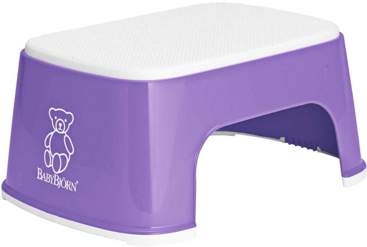 BabyBjorn Стульчик-подставка цвет лиловый0611.63При помощи BABYBJОRN Стульчика–подставки ваш ребенок сможет сам легко забраться на туалетное сиденье или достать до умывальника. BABYBJОRN Стульчик–подставки имеет резиновое покрытие, благодаря которому ребенок может надежно на нем стоять даже с мокрыми ногами. Благодаря широким резиновым планкам стульчик–подставка устойчиво стоит на полу, даже если ребенок много двигается. BABYBJОRN Стульчик–подставку легко мыть под краном. Стульчик–подставка гармонирует с BABYBJОRN Сидением для Унитаза и со всеми нашими горшками. В пластмассовых изделиях BABYBJORN не содержится бисфенол А (BPA). Размер: 31,5 x 24 x 15,5 cm