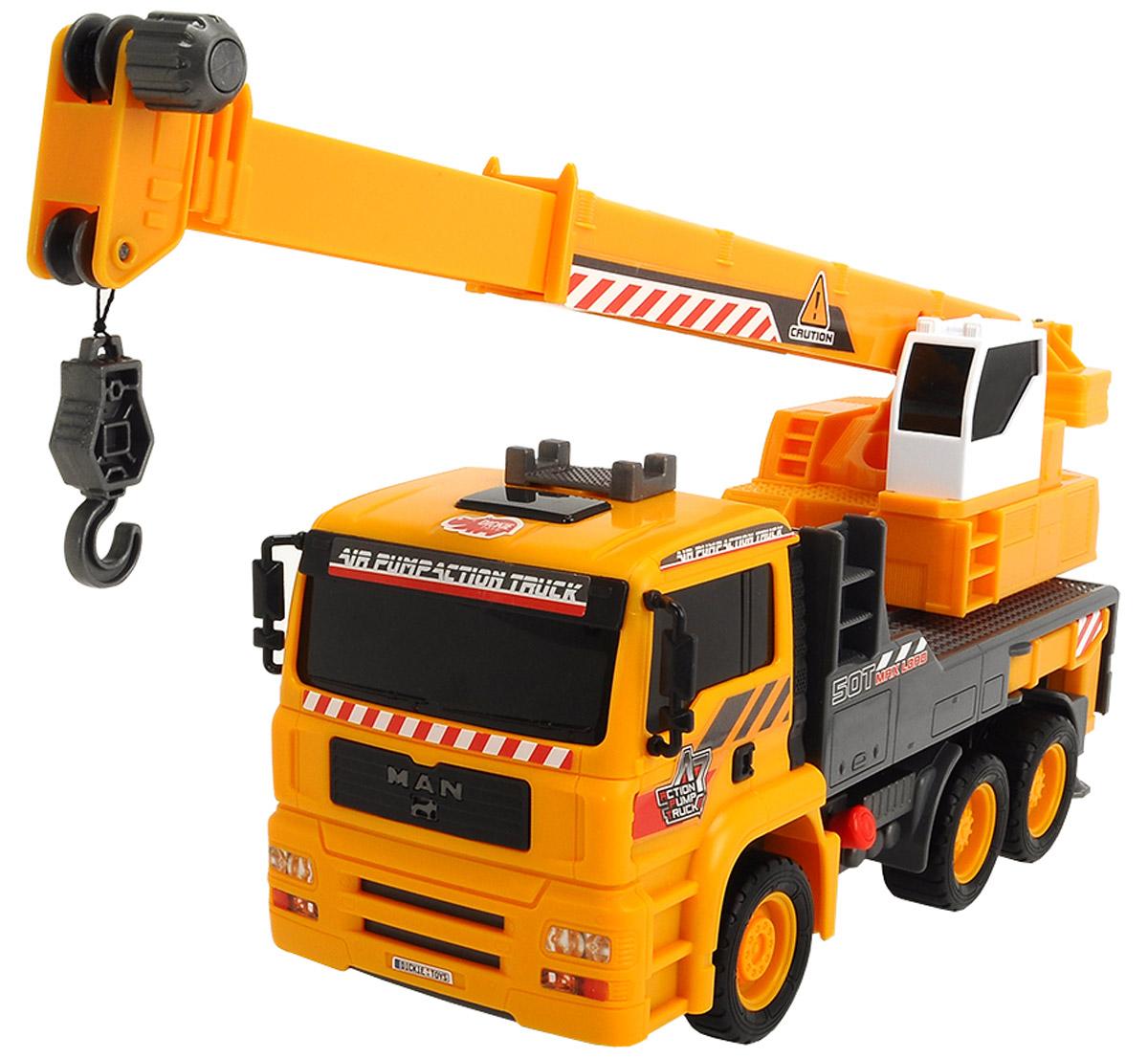 Dickie Toys Автокран AirPump3806003Автокран Dickie Toys AirPump - интересная машина для ребенка, который увлекается игровой спецтехникой. Машина имеет свободный ход движения, поворотную башню крана. При нажатии на красную кнопку, расположенную рядом с кабиной водителя, стрела крана начинает подниматься-опускаться. Сама кабина, в которой обычно сидит управляющий краном может двигаться в разные стороны. С автокраном Dickie Toys AirPump ваш ребенок сможет развернуть настоящую строительную площадку. Играя с такой машинкой ребенок развивает фантазию, пространственное мышление и адаптируется через игру к окружающему миру.