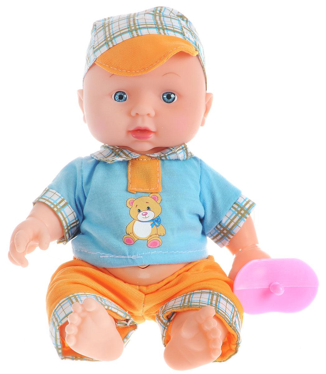Карапуз Пупс озвученный цвет одежды голубой желтый203-Q-RU_голубойЗамечательный пупс Карапуз умеет петь и знает наизусть три стихотворения Агнии Барто. Пупс одет в летний костюмчик - желтые брючки и голубую рубашку, а на голове у него симпатичная кепочка. У малыша большие голубые глаза и выразительное личико. Ручки, ножки и шея у пупса подвижные. Игрушка выполнена из пластика, тело пупса твердое. Если нажать пупсу на животик, он начнет петь песню о лошадке, или рассказывать стихотворение. Куколка может рассказать стихотворения Мишка, Зайка и Бычок. С таким пупсом ребенку точно не будет скучно. А благодаря своему реалистичному виду, девочка сможет войти в роль заботливой мамы и с удовольствием понянчиться с малышом. В наборе с пупсом есть игрушечная пустышка. Для работы требуются 3 батарейки LR44 (комплектуется демонстрационными).