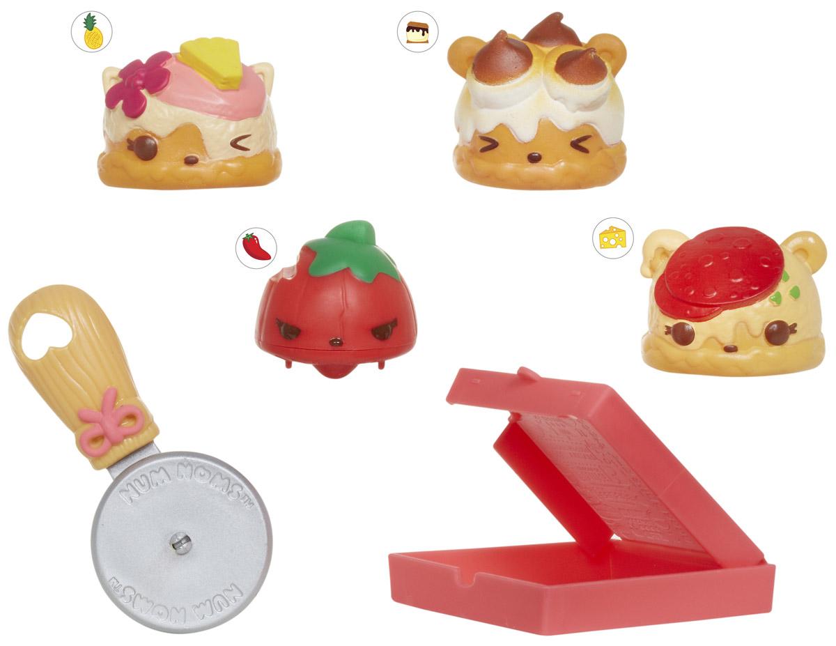 Num Noms Набор фигурок Пицца 4 шт544449_пиццаНабор фигурок Num Noms Пицца - это уникальная возможность создавать замечательные ароматные композиции из забавных игрушек, изображающих различные вкусности! Каждая фигурка имеет свой вкусный запах, а комбинируя сразу несколько Num Noms, можно получить уникальный и неповторимый микс! Одной из особенностей этих милых изделий является то, что основа способна передвигаться при нажатии на специальную кнопочку, а это лишь добавит веселья игровому процессу. Набор из четырех фигурок Num Noms также включает в себя интересные аксессуары, изображающие кухонные принадлежности. Они, вне всякого сомнения, тоже смогут привнести в процесс игры массу веселых моментов!