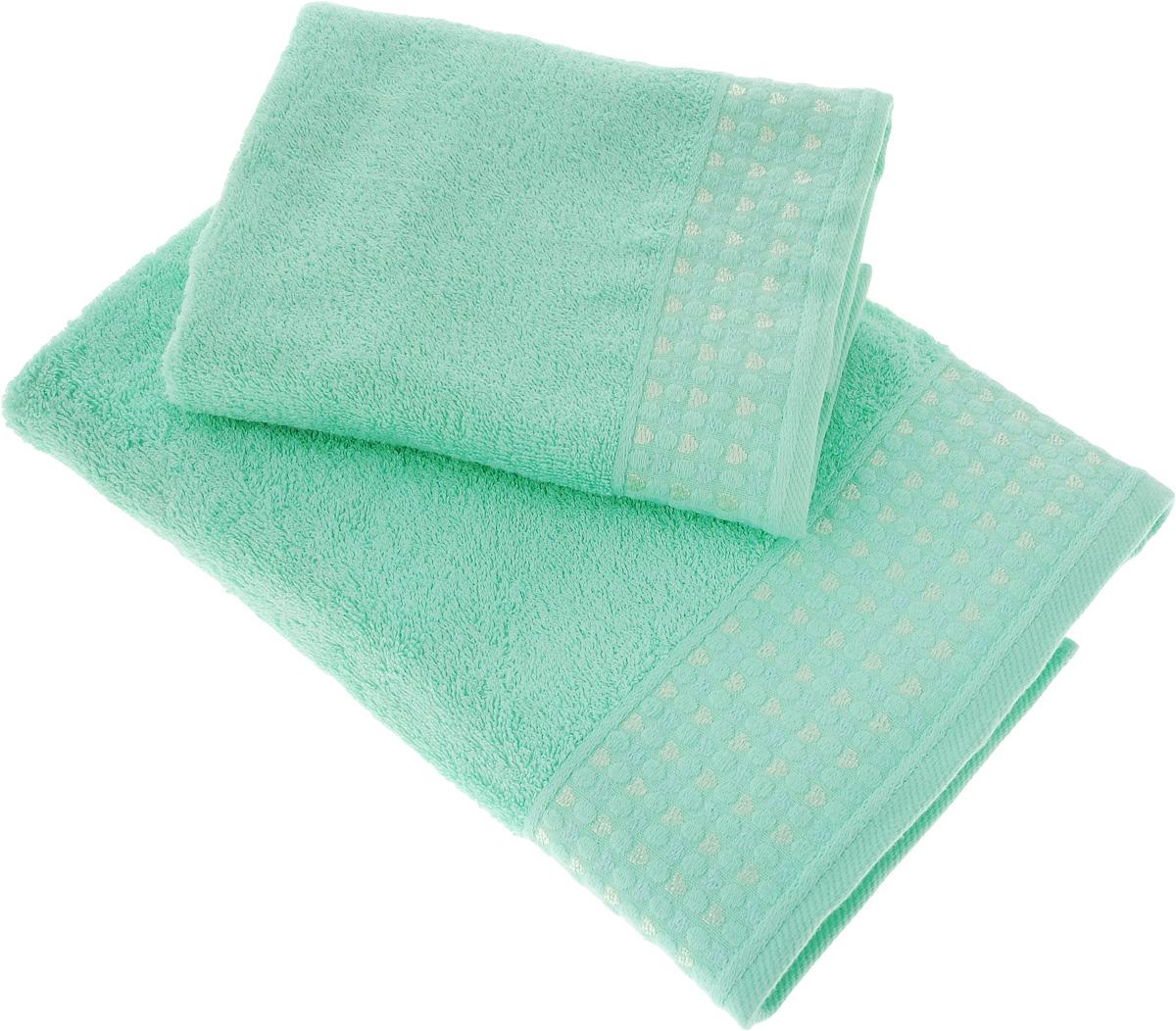Набор полотенец Tete-a-Tete Сердечки, цвет: бирюзовый, 2 шт. УНП-104УНП-104-02_бирюзовыйНабор Tete-a-Tete Сердечки состоит из двух махровых полотенец, выполненных из натурального 100% хлопка. Бордюр полотенец декорирован сердечками и горошком. Изделия мягкие, отлично впитывают влагу, быстро сохнут, сохраняют яркость цвета и не теряют форму даже после многократных стирок. Полотенца Tete-a-Tete Сердечки очень практичны и неприхотливы в уходе. Они легко впишутся в любой интерьер благодаря своей нежной цветовой гамме.