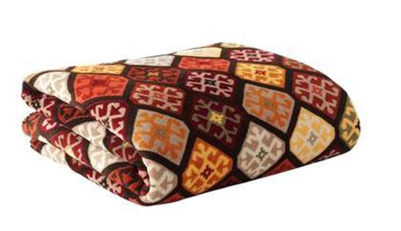 Покрывало Guten Morgen Сафари, 150 х 200 см. ПСФ-150-200ПСФ-150-200Мягкое покрывало на кровать может стать не только красивым и практичным аксессуаром для интерьера вашей спальни, но и олицетворением уюта и теплоты вашего дома. Как приятно завернуться в теплое покрывало с чашечкой ароматного чая и скоротать за хорошей книгой долгий зимний вечер, или наблюдать, как играют дети.