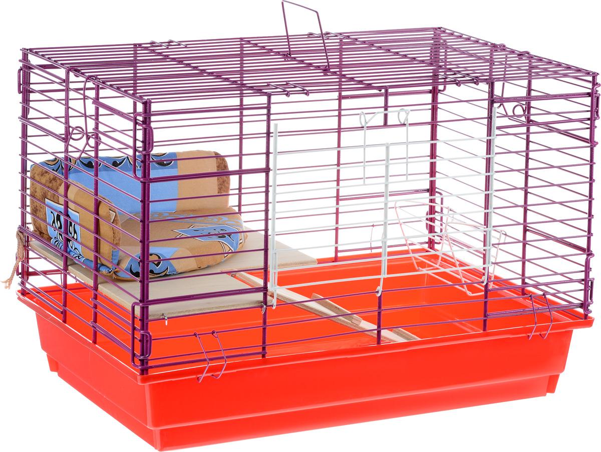 Клетка для кролика ЗооМарк, 2-этажная, цвет: красный поддон, фиолетовая решетка, 59 х 40 х 41 см650КСКлетка ЗооМарк, выполненная из полипропилена и металла, подходит для кроликов. Изделие двухэтажное, оборудовано кормушкой и небольшим угловым диванчиком. Клетка имеет яркий поддон, удобна в использовании и легко чистится. Сверху имеется ручка для переноски. Такая клетка станет уединенным личным пространством и уютным домиком для грызуна.