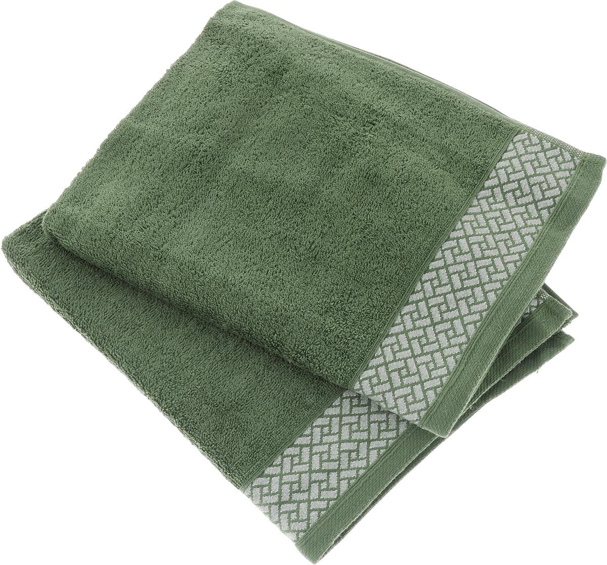 Набор полотенец Tete-a-Tete Лабиринт, цвет: зеленый, 2 шт. УНП-105УНП-105-01Набор Tete-a-Tete Лабиринт состоит из двух махровых полотенец, выполненных из натурального 100% хлопка. Изделия мягкие, отлично впитывают влагу, быстро сохнут, сохраняют яркость цвета и не теряют форму даже после многократных стирок. Данный дизайн был разработан, как мужская линейка, - строгие насыщенные цвета и геометрический рисунок на бордюре. Набор полотенец Tete-a-Tete Лабиринт станет прекрасным дополнением в дизайне ванной комнаты.
