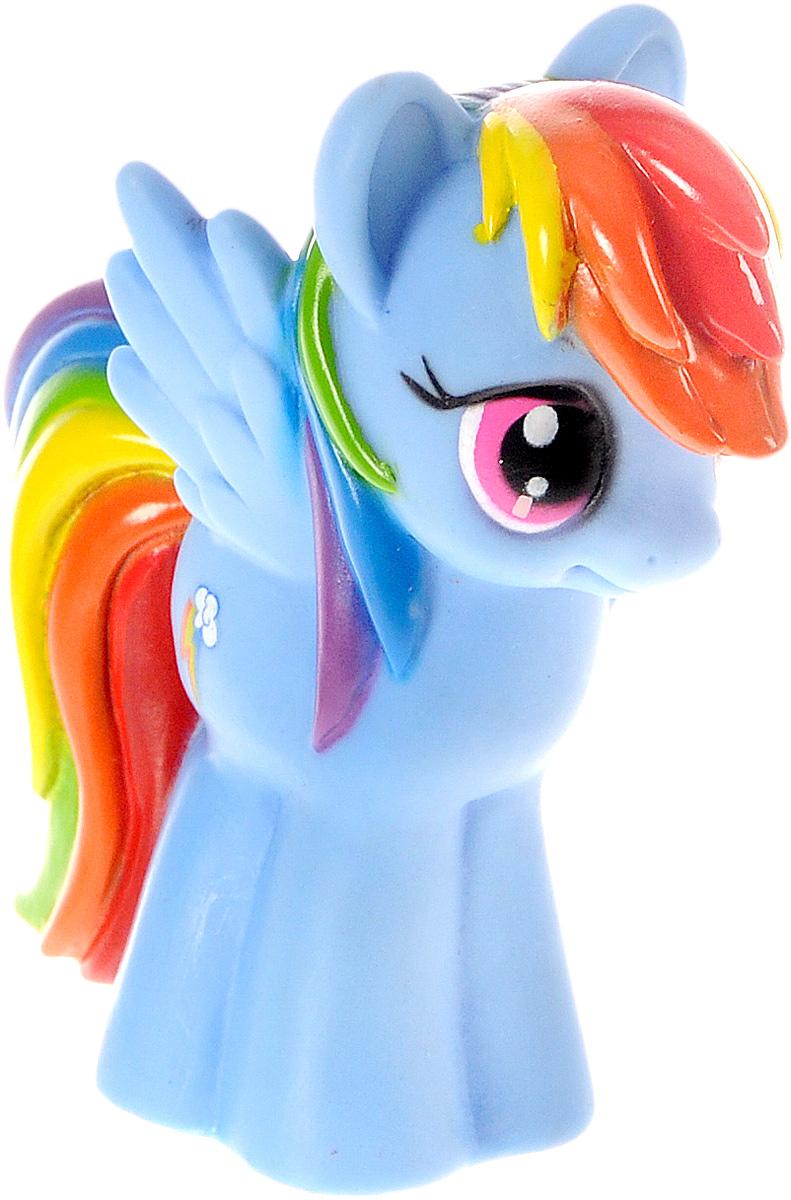 Играем вместе Игрушка для ванной My Little Pony цвет голубой1BLS_голубой/2Игрушка для ванной Играем вместе My Little Pony способна занять малыша на все время купания. Она изготовлена из высококачественных и безопасных материалов. Игрушка выполнена в виде пони Rainbow Dash. Игрушка, несомненно, принесет вашему малышу море позитива, а обычное купание превратит в веселую игру. С такой игрушкой ребенок может развивать мелкую моторику рук, концентрацию внимания и даже воображение. Порадуйте свою кроху такой необычной игрушкой!