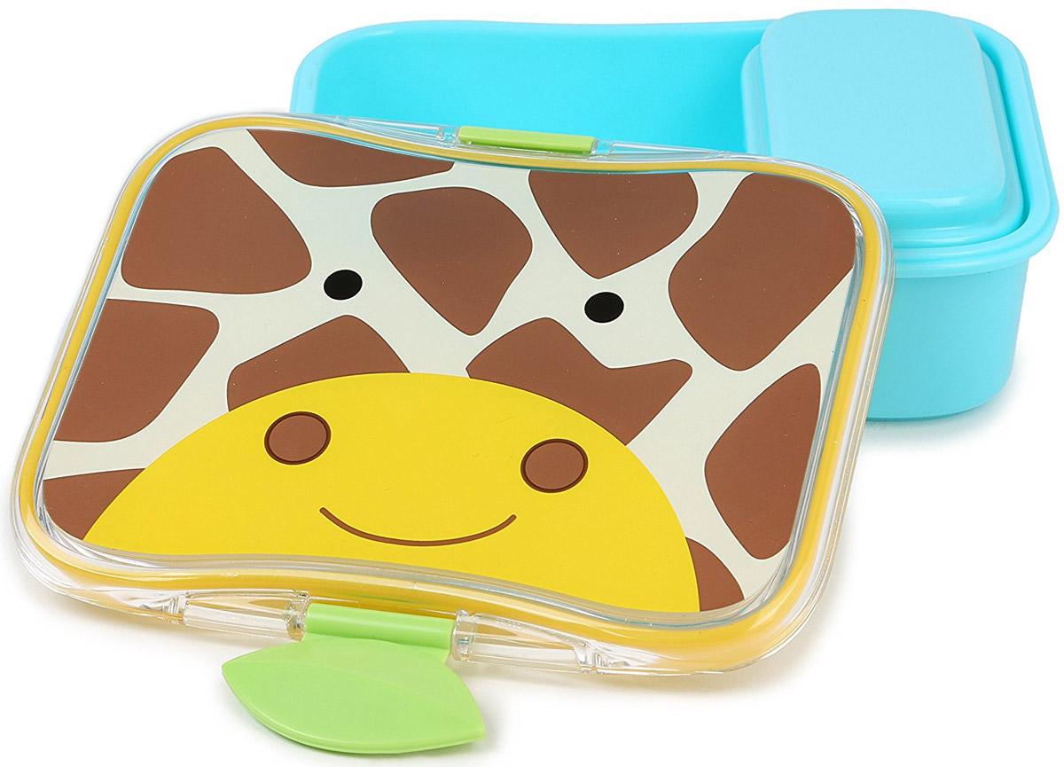 SkipHop Детский контейнер для еды ЖирафSH 252480Детский контейнер для еды SkipHop Жираф очень удобно брать с собой на прогулки и в школу. Он изготовлен из прочного пластика, который не содержит бисфенол А, поливинилхлорид и фталаты. Лицевая сторона контейнера декорирована изображением милого жирафика. Дизайн очень эргономичный. Благодаря дополнительному маленькому контейнеру внутри, вы можете взять с собой два разных блюда. Ваш ребенок может самостоятельно открывать и закрывать ланч-бокс, ведь удобные зажимы разработаны специально для маленьких ручек. Рекомендуется мойка в посудомоечной машине только на верхней полке. Допускается использование в микроволновой печи на минимальной мощности.