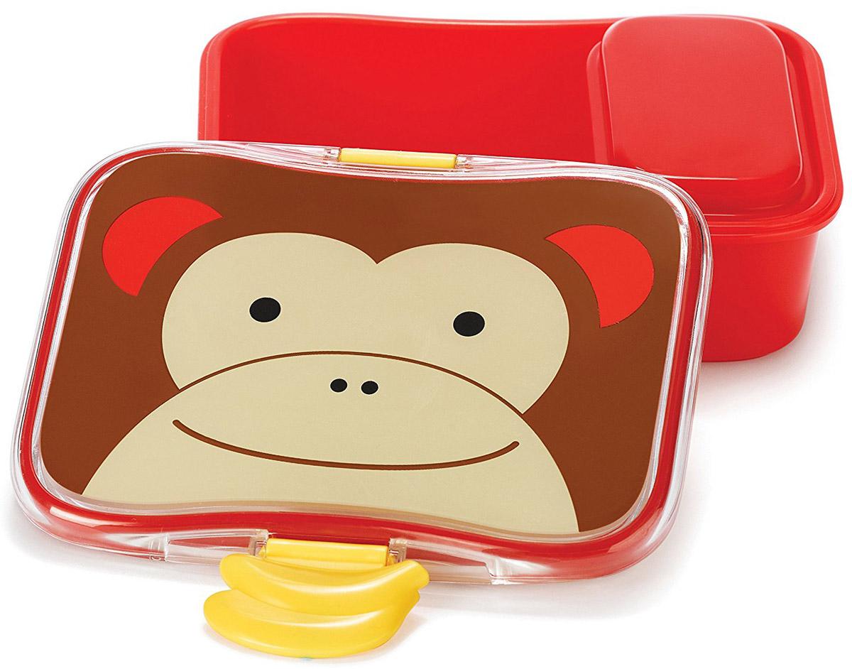 SkipHop Детский контейнер для еды ОбезьянаSH 252476Детский контейнер для еды SkipHop Обезьяна очень удобно брать с собой на прогулки и в школу. Он изготовлен из прочного пластика, который не содержит бисфенол А, поливинилхлорид и фталаты. Лицевая сторона контейнера декорирована изображением милой обезьянки. Дизайн очень эргономичный. Благодаря дополнительному маленькому контейнеру внутри, вы можете взять с собой два разных блюда. Ваш ребенок может самостоятельно открывать и закрывать ланч-бокс, ведь удобные зажимы разработаны специально для маленьких ручек. Рекомендуется мойка в посудомоечной машине только на верхней полке. Допускается использование в микроволновой печи на минимальной мощности.