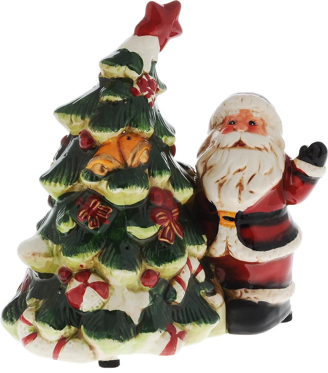 Светильник новогодний Win Max Дед Мороз, 19 х 12 х 20 см119443Декоративный новогодний светильник Win Max Дед Мороз, изготовленный из керамики. Он прекрасно оформит интерьер вашего дома или офиса в преддверии Нового года. Оригинальный дизайн и красочное исполнение создадут праздничное настроение. Кроме того, это отличный вариант подарка для ваших близких и друзей. Светильник работает от 3 батареек типа AАA (не входят в комплект).