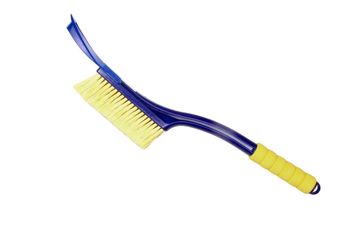 Щетка для снега Goodyear WB-04, со съемным скребком, цвет: синий, желтый, длина 55 смGY000204Удобная щетка Goodyear для удаления снега и льда с поверхности автомобиля. Щетка изготовлена с применением распушенной щетины, что позволяет бережно и эффективно очистить кузов и стекла от снега. Съемный скребок для очистки стекол ото льда незаменим в зимние морозы. Легко и аккуратно очищает наледь. Антискользящая ручка EVA не настывает на морозе и обеспечивает комфорт во время эксплуатации. Зимние щетки Goodyear адаптированы к российским условиям. Детали сделаны из морозостойкого пластика, устойчивого к низким температурам до -50 ?С.