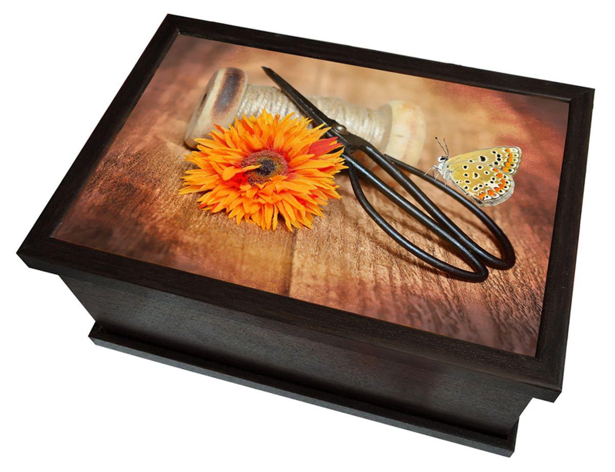 Шкатулка Milarte Универсальная, 11,5 х 17,5 х 25,5 см. SHUV-115020SHUV-115020Шкатулка Milarte Универсальная поможет аккуратно хранить в одном месте все маленькие ценные предметы, например, ювелирные украшения, монеты, также прекрасно подойдет для хранения аксессуаров для рукоделия. Шкатулка выполнена из МДФ и оформлена красочным рисунком. Внутри имеется разделитель на 2 уровня. Нижний уровень делится на 6 отсеков. Разделитель отсеков вынимается. Такая шкатулка красиво дополнит интерьер и станет чудесным подарком к любому случаю. Размер изображения: 23 х 15 см. Размер одного отсека: 7 х 7 х 5,5 см.
