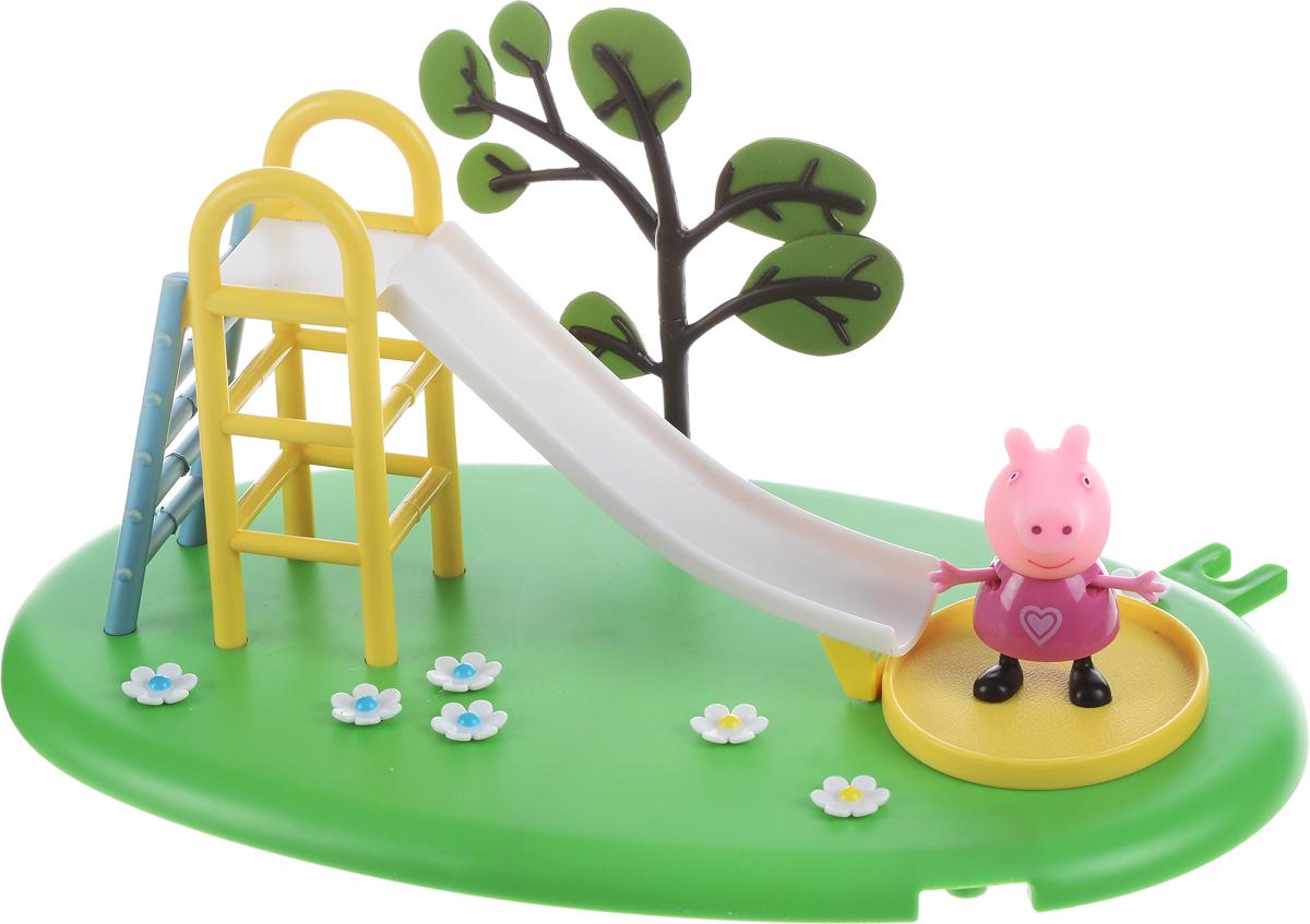Peppa Pig Игровой набор Горка Пеппы28774Свинка Пеппа отправляется гулять на зеленую цветочную лужайку. Там расположена горка с лесенкой, перед которой находится песочница, чтобы Пеппа и ее друзья во время катания не ушиблись, а приземлялись в мягкий песок. Рядом с горкой растет дерево. Снизу у игрушки имеются специальные приспособления, которые по типу пазлов позволяют скрепить все площадки из ассортимента. Из данной серии вы также можете выбрать наборы Качели или Качели-качалка (продаются отдельно). В игровом наборе Peppa Pig Горка Пеппы из серии Игровая площадка Пеппы представлены 2 предмета: площадка с горкой, фигурка Пеппы, которая может стоять, сидеть, двигать ручками и ножками. Набор изготовлен из безопасного пластика.