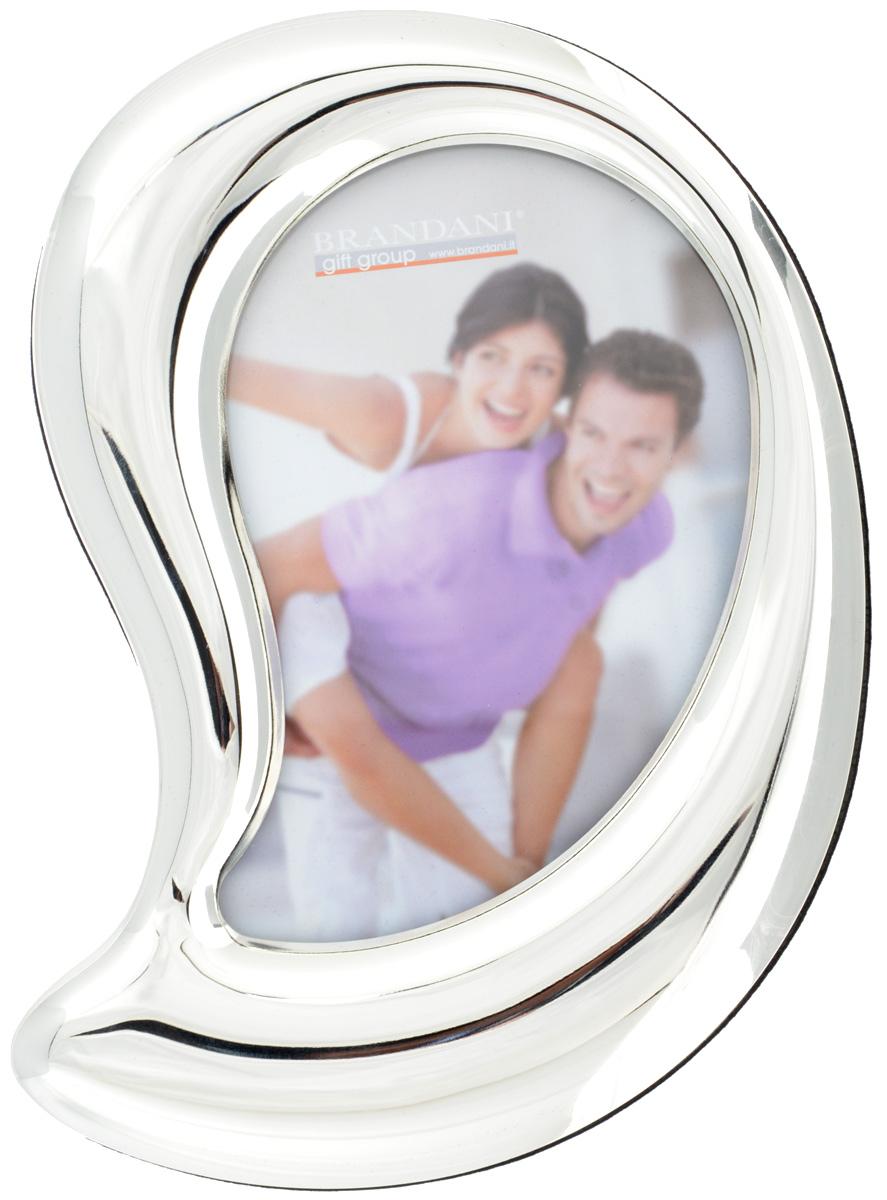 Фоторамка Brandani Лист, цвет: серебристый, 10 х 15 см56204Фоторамка Brandani Лист, выполненная из пластика, имеет оригинальный дизайн. Оборотная сторона рамки оснащена специальной ножкой, благодаря которой ее можно поставить на стол или любое другое место в доме или офисе. Также изделие оснащено креплениями для подвешивания на стену. Такая фоторамка поможет вам оригинально и стильно дополнить интерьер помещения, а также позволит сохранить память о дорогих вам людях и интересных событиях вашей жизни. Размер фоторамки: 16 х 20 см. Подходит для фотографий размером: 10 х 15 см.